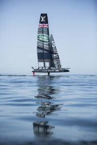 the-land-rover-bar-team-foiling-during-the-acws-oman_c-harrykh-land-roverbar_014