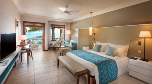 junior-suite-room-414-bedroom-with-seaview-01
