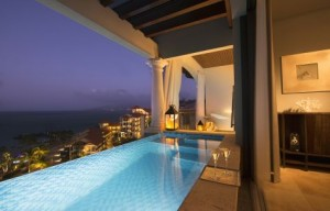 [LQ]_Sandals LaSource Grenada Skypool Suite at night