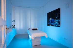 Treatment Cabin 1 w blue light
