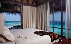 maldive_coco-bodu-hithi_water_villa_bedroom